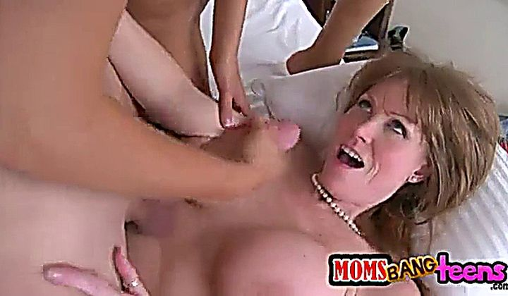 Mbt - Darla Crane & Riley Reid- How Its Done